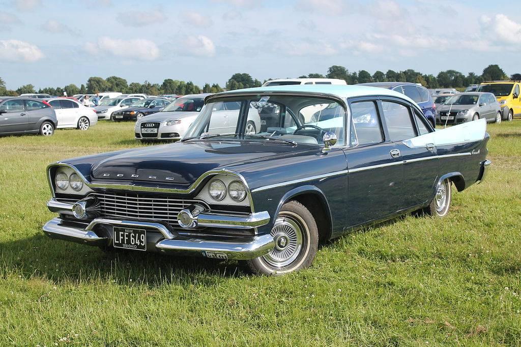 1280px-1958_Dodge_Coronet_%2814364512010%29.jpg