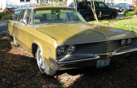 1968 Chrysler Town and Country 1.jpg