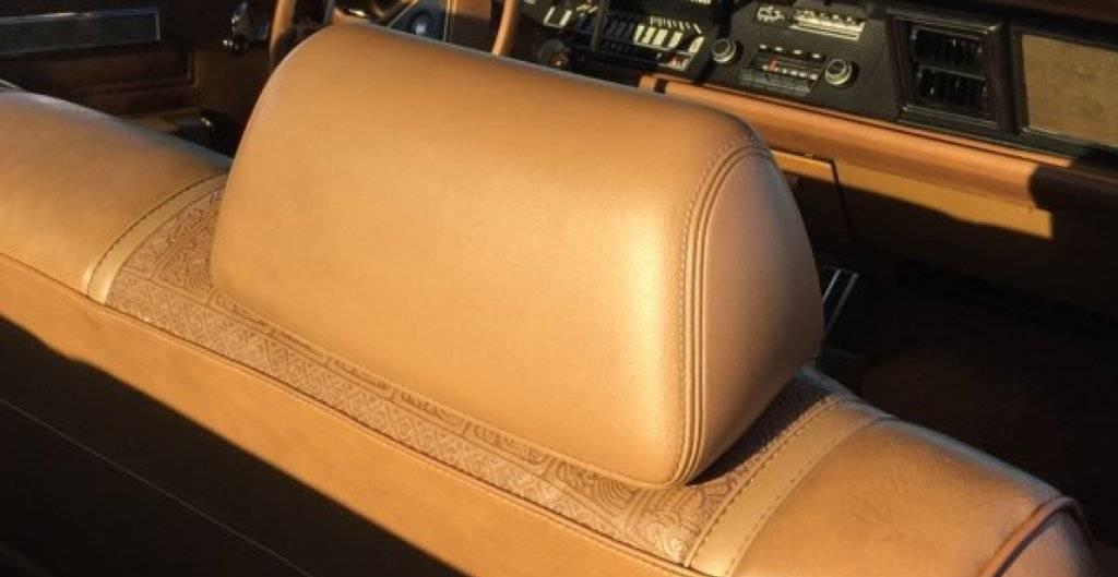 1970 Chrysler Newport Córdoba Headrests.LRG.jpg