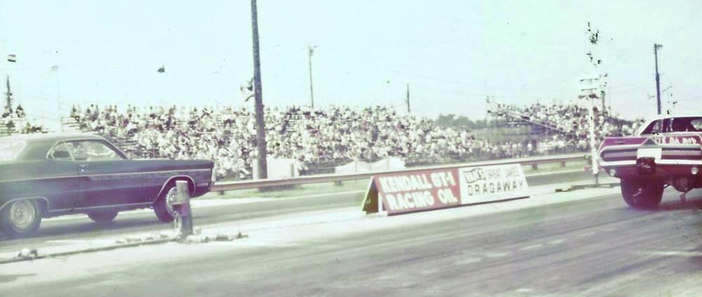 70 GT drag racing.jpg