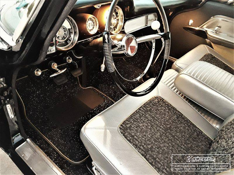 800px-Danny-vandergriff-1957-chrysler-interior.jpg