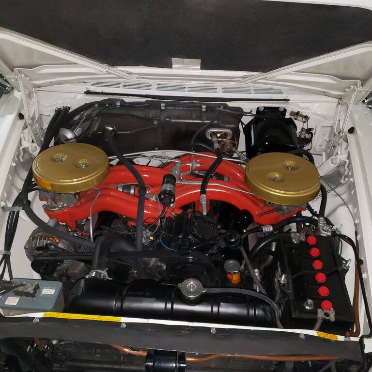 Chrysler 300 F engine bay 10.27.20.jpg