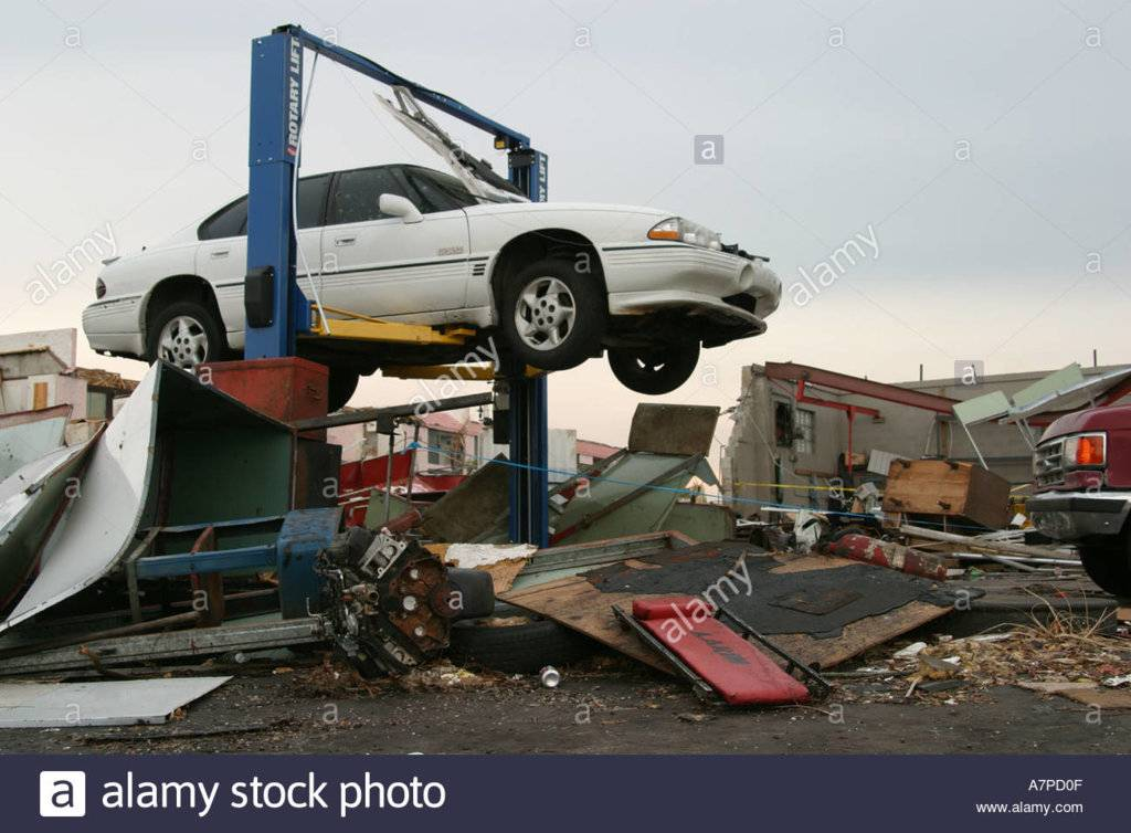 florida-punta-gorda-hurricane-charley-damage-destruction-business-A7PD0F.jpg