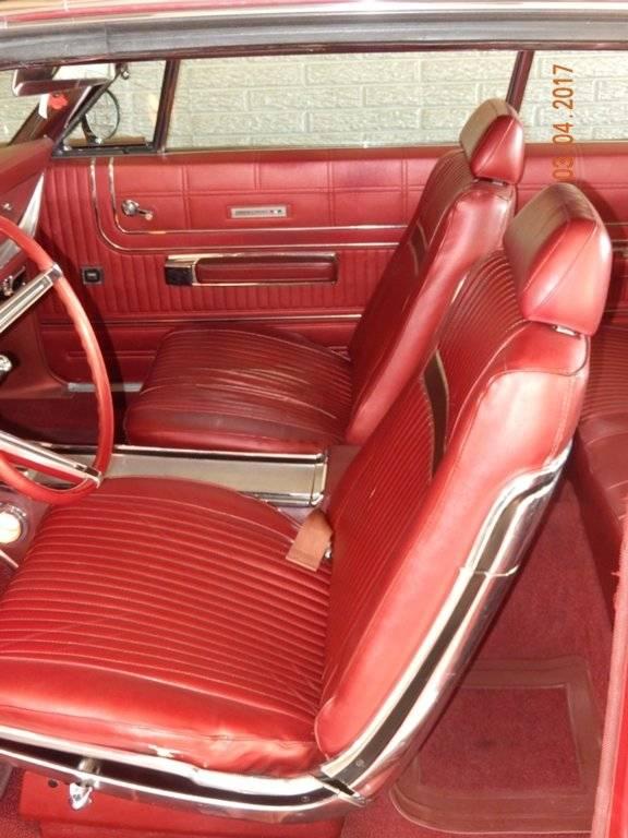 Front Seats.JPG