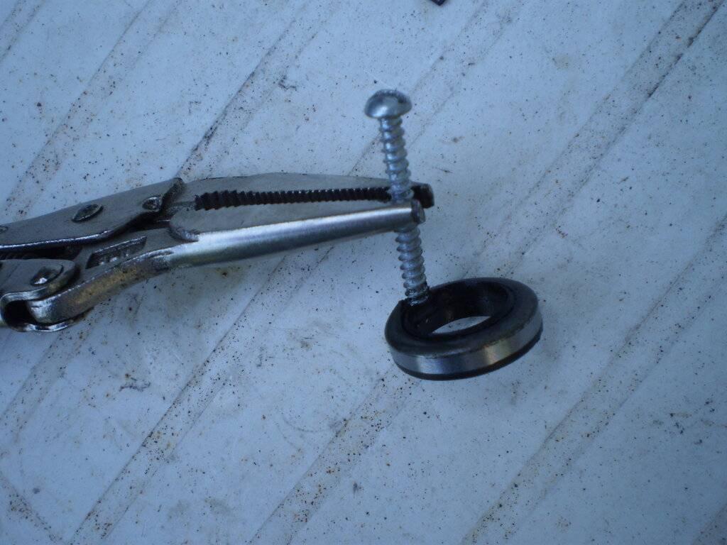 Steering Seal Replacement 015.JPG