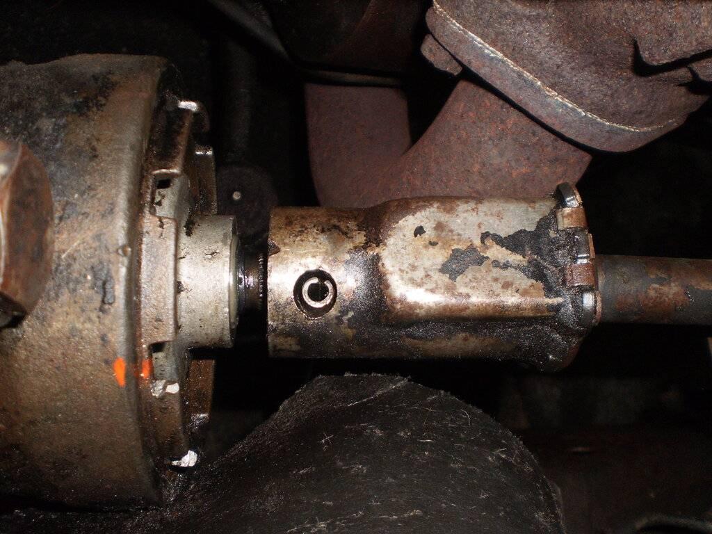 Steering Seal Replacement 016.JPG