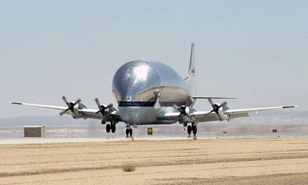 Super_Guppy_N941_NASA_landing_(crop).jpg