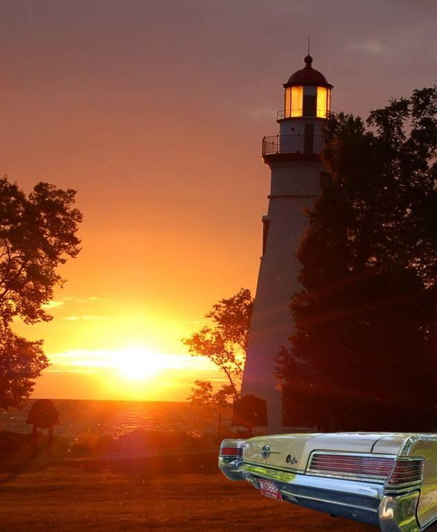 the-marlehead-lighthouse-as-the-sun-sets.jpg