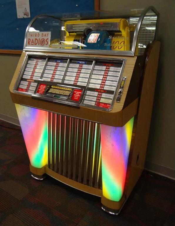 third-bay-radios-jukebox-front-view__78897.1482163124.jpg