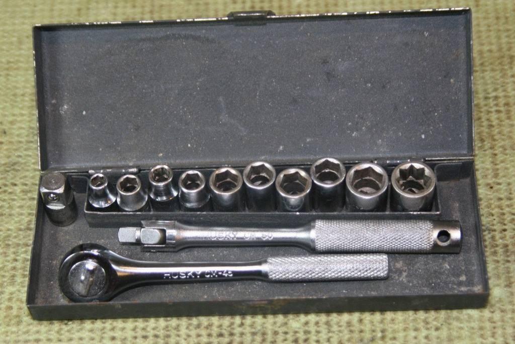 vintage-husky-4-drive-ratchet-socket_1_86ce12aae3b7ad7f7d30aa45113c38b0.jpg
